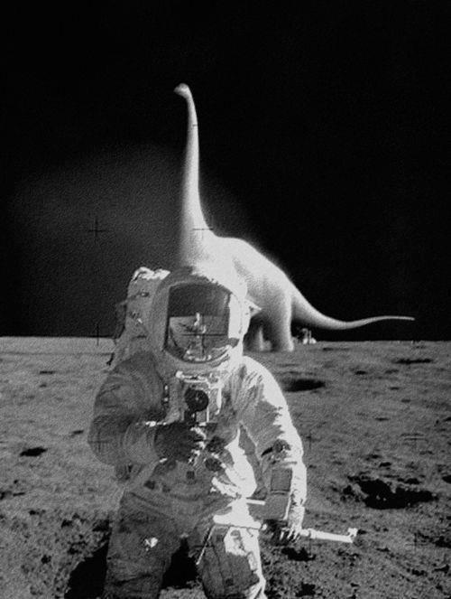 Un dinosaure sur la lune