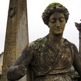 Statue aubas coupé
