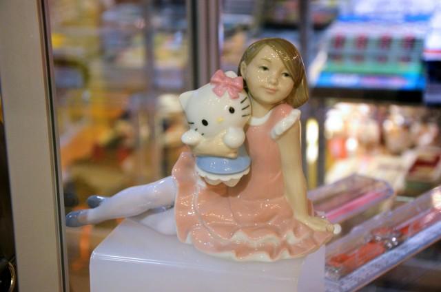 Une statue Hello Kitty que je trouve hyper dérangeante