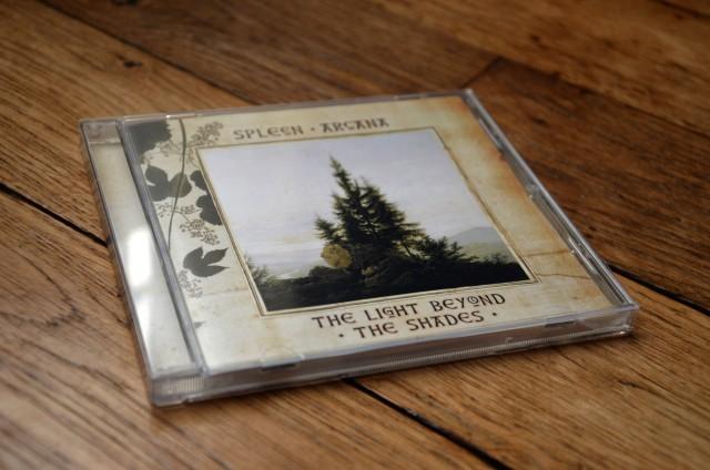 « The Light Beyond The Shades » de Spleen Arcana – pochette et boîtier