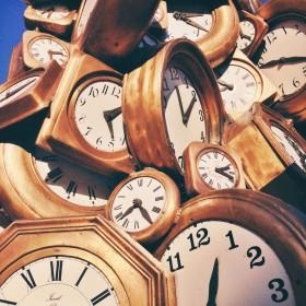 Avant l'heure, c'est pas l'heure. Après l'heure, c'est plus l'heure.