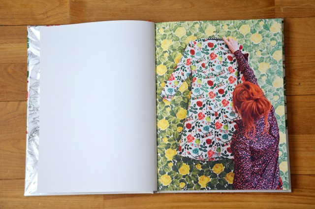 Robe recouverte du motif de la couverture
